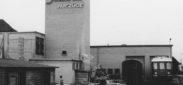 """Schlieren, Foto: anonym, 6.5x9.5 cm, Baryt, Archiv: Jost Bau AG, Ordner blau, """"Fotos 1950 -, Schlieren diverse"""", Beschriftung: Wagons Schlieren AufzŸge ab 1950"""