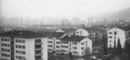"""Schlieren, Foto: anonym, 8.5x12.5 cm, PE, Archiv: Jost Bau AG, Ordner blau, """"Fotos 1950 -, Schlieren diverse"""", Beschriftung: Nassackerstr. Kesslerplatz"""
