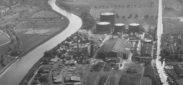 Schlieren, Foto: Swissair Photo+ Vermessungen AG, 21x29 cm, PE, Archiv: Stadtarchiv Schlieren, Abteilung II.B., 26. Kulturelles, 26.03.20 Fotoarchiv Flugaufnahmen, Beschriftung: Schlieren Gaswerk, Bildnummer 8919, 4.5.46